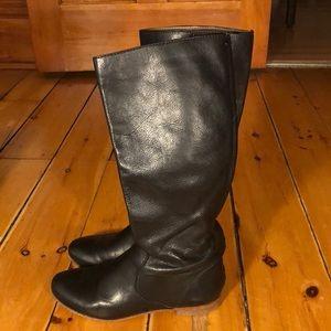 Chic Frye  Jillian Pull on boots in size 6 BLACK